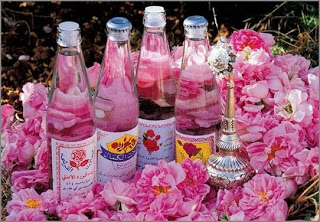 Tự chế nước hoa hồng tinh khiết dưỡng ẩm cho làn da